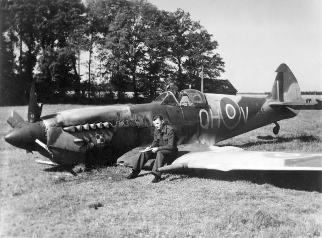 spitfire IXe Armée de l'air -   indochine  vautré    - 1/48 eduard +  plein de résine  - Page 6 Spit_c11