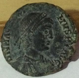 AE2 de Magno Máximo. REPARATIO REI PVB. Asd10
