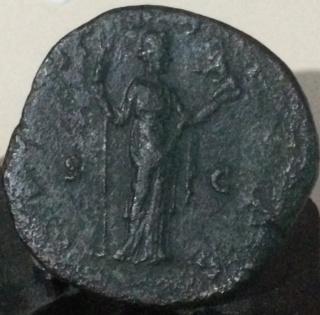 Sestercio de Faustina II. FECVNDITAS - S C. Fecunditas estante a dcha. Roma. Df10