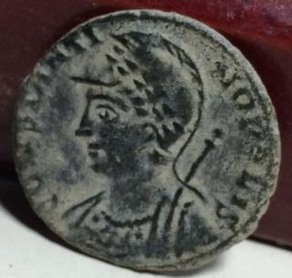 AE3 conmemorativo de Constantinopla. Roma Qz10