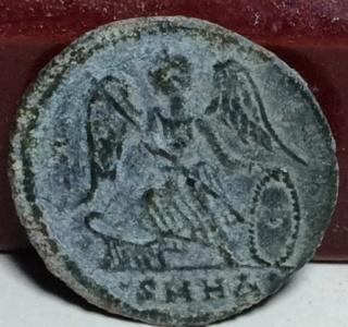 AE3 conmemorativo de Constantinopla. Heraclea Xz12