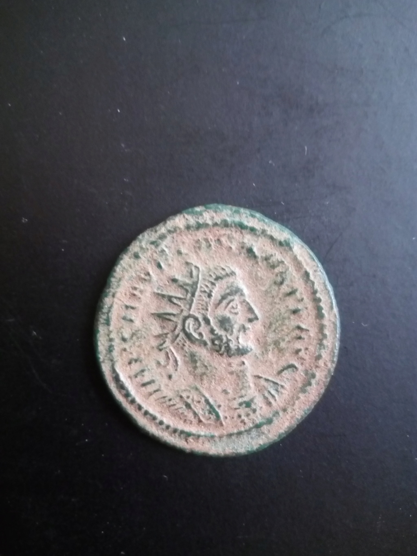 Aureliano de Carino. VIRTVS AVGG (punto). Carino recibiendo globo de de Júpiter. Tripolis. Img_2012