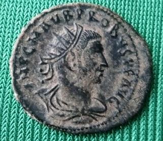 Aureliano de Probo. CLEMENTIA TEMP. Probo recibiendo globo de Júpiter. Trípoli - Página 2 Img_2024