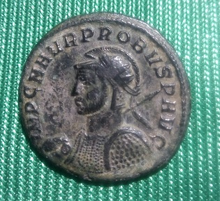 Aureliano de Probo. VIRTVS PROBI AVG. Emperador a caballo y cautivo a izq. Sérdica Img_2045