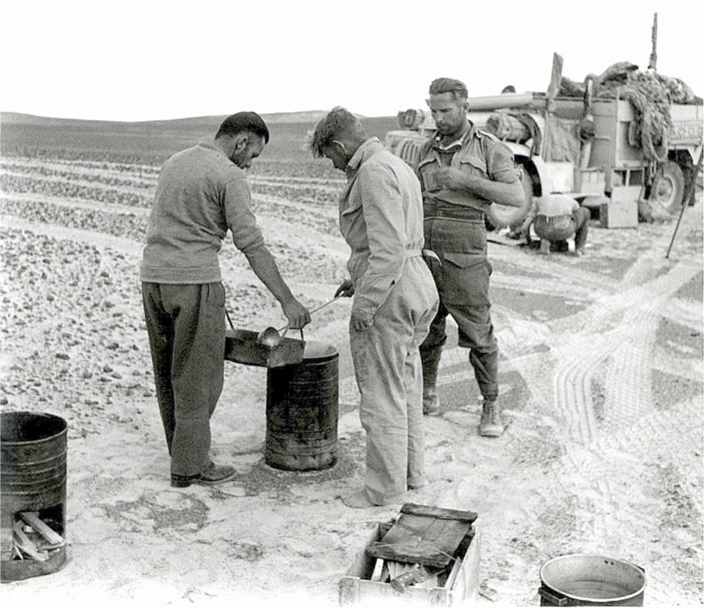 Lunch time Long Range Desert Group Désert libyque 1942 68940810