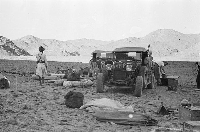 """Suite """"du patient anglais"""" aux maquettes de Ford A  Automne 1933 Expédition dans le Gilf Kébir (Désert libyque) Captur14"""
