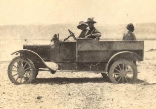 Deux FORD T de l' ANZAC en Egypte 1917 Unifor10