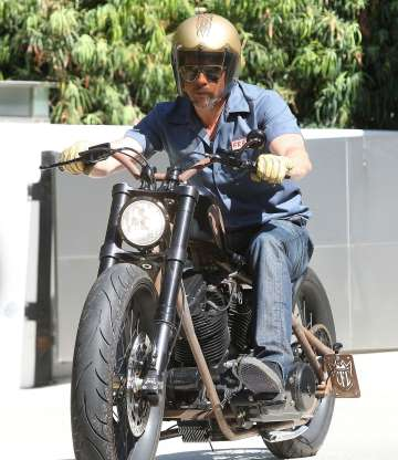 Ils ont posé avec une Harley, uniquement les People - Page 9 68874210