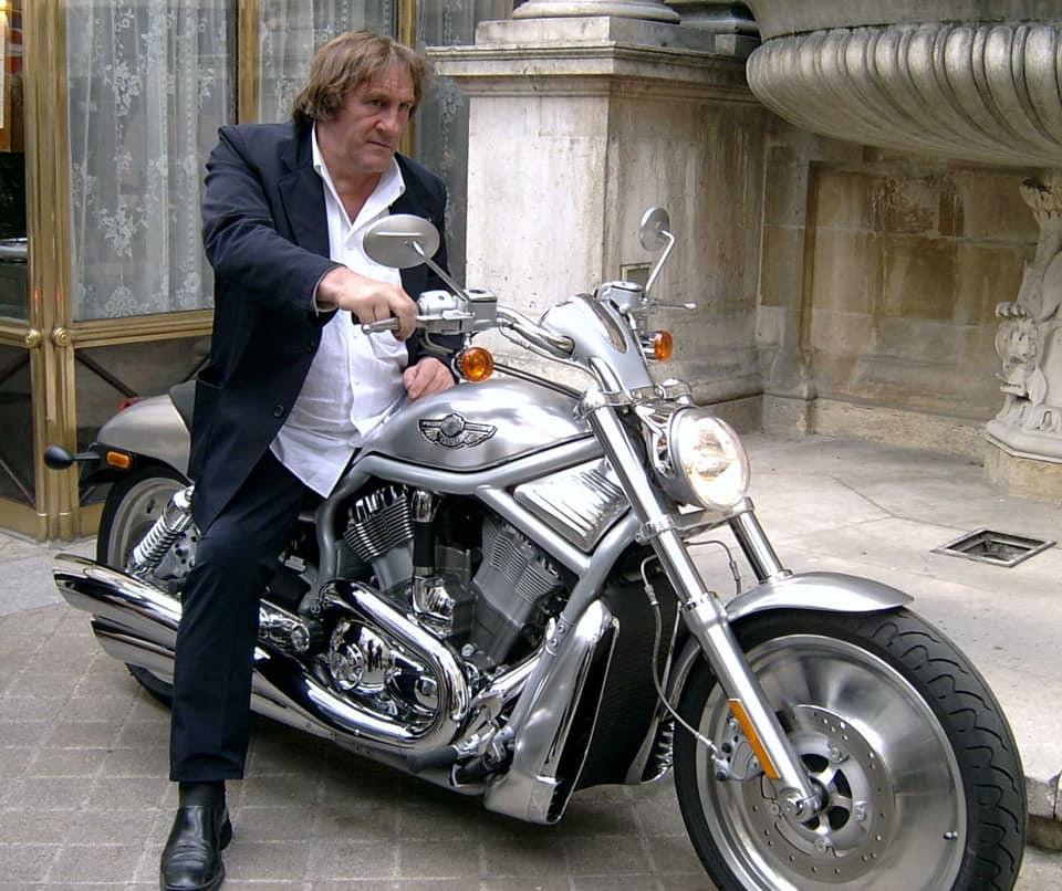 Ils ont posé avec une Harley, uniquement les People - Page 16 84751110