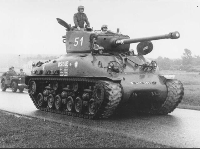 Taille et position des marquages d'un Sherman de la 2ème DB  - Page 2 817-8510