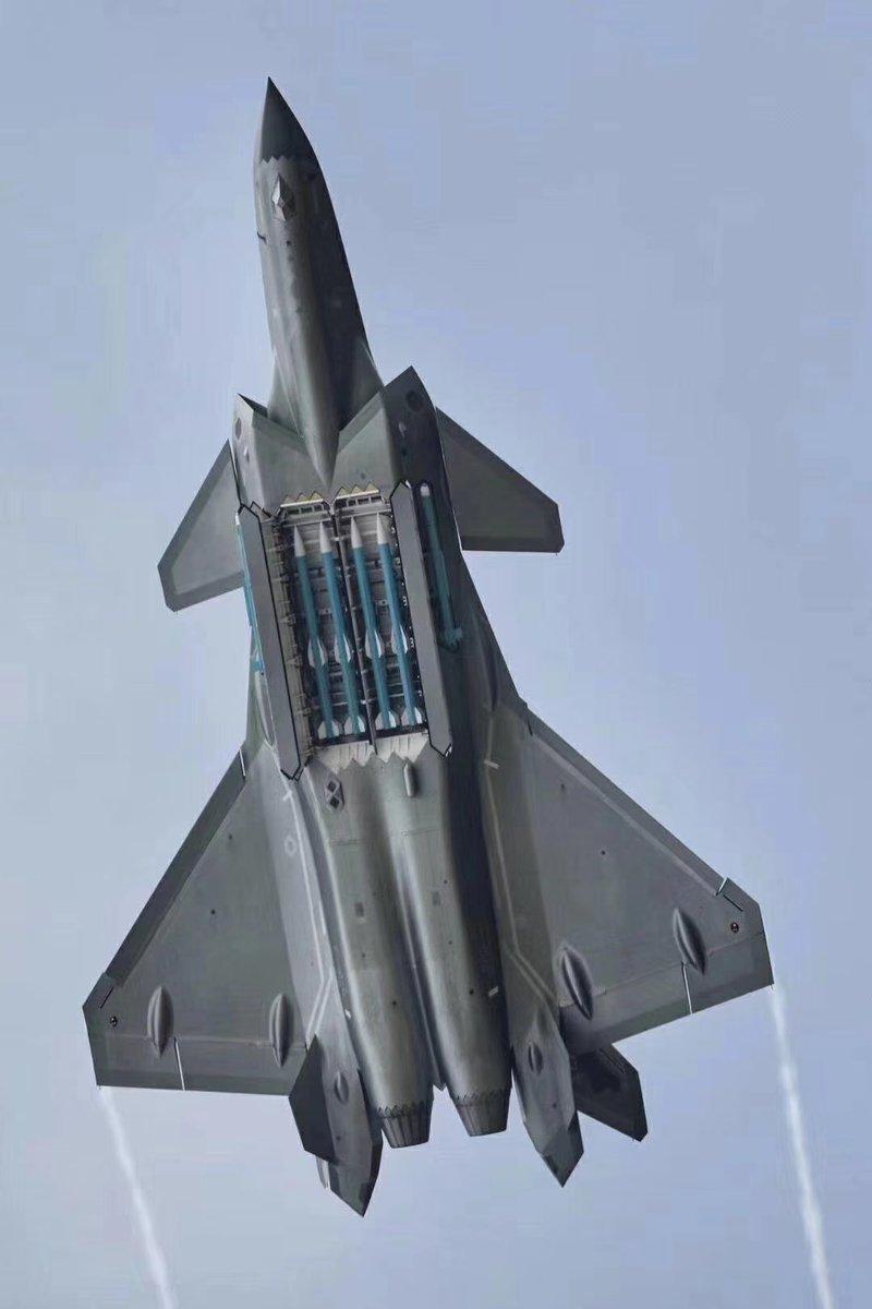 الصين تجري التحسينات النهائية تمهيدا لبدء إنتاج مقاتلات J-20 الشبحيه  Dryiov10