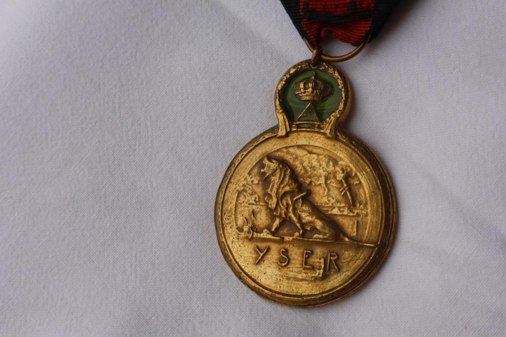 Médaille militaire WW1 Belge? P1060222