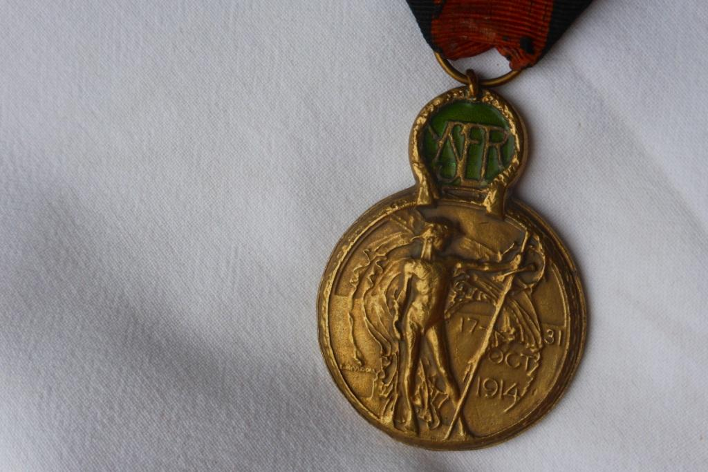 Médaille militaire WW1 Belge? P1060223