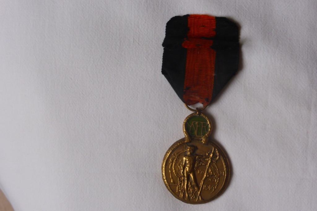 Médaille militaire WW1 Belge? P1060224