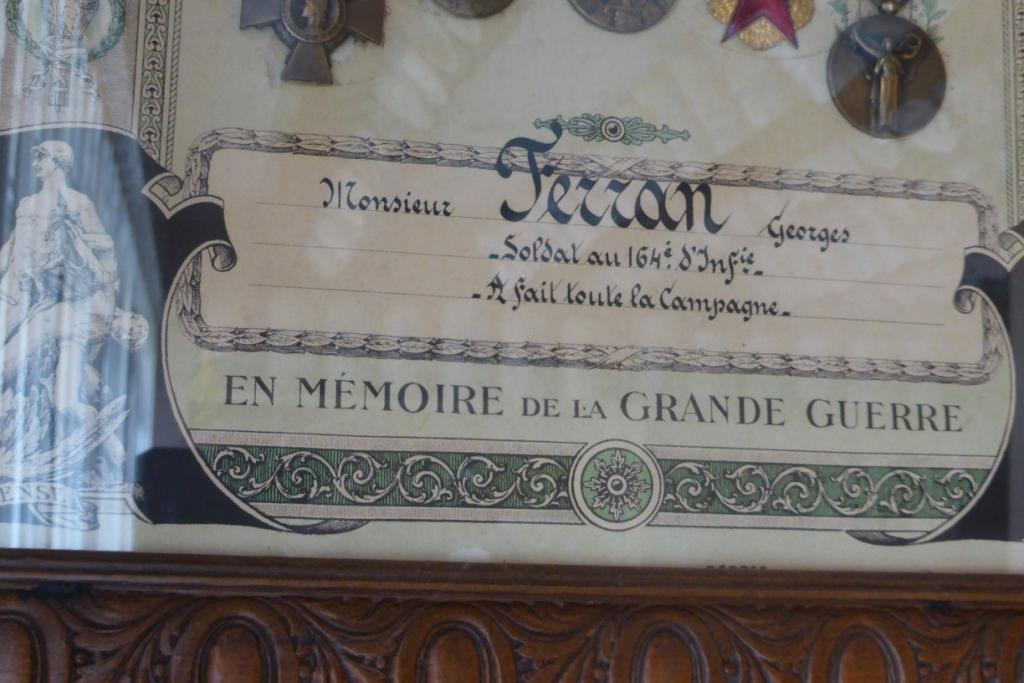 CADRE DE MEDAILLES D'UN POILU P1060253