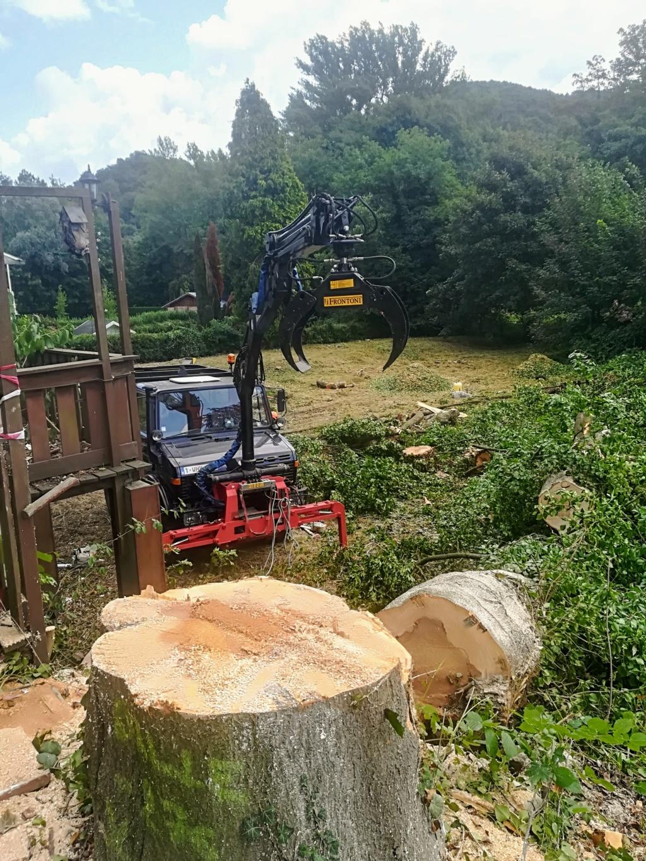 U1000 avec broyeur arrière et grue forestière à l'avant  Img_2017