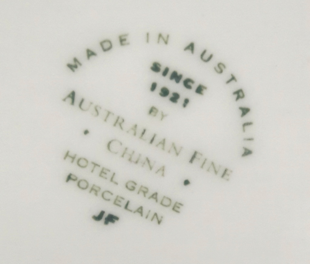 Can anyone shed light on this NZ Army badged mug? 20200617