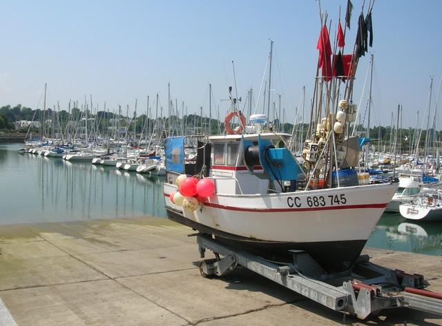 [VIE DES PORTS] Quelques bateaux de pêche (sur nos côtes Françaises) - Page 2 07_06_34