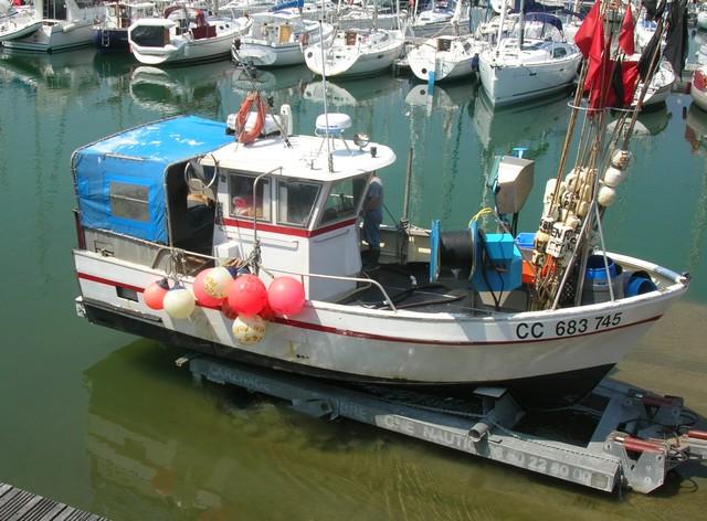 [VIE DES PORTS] Quelques bateaux de pêche (sur nos côtes Françaises) - Page 2 07_06_36