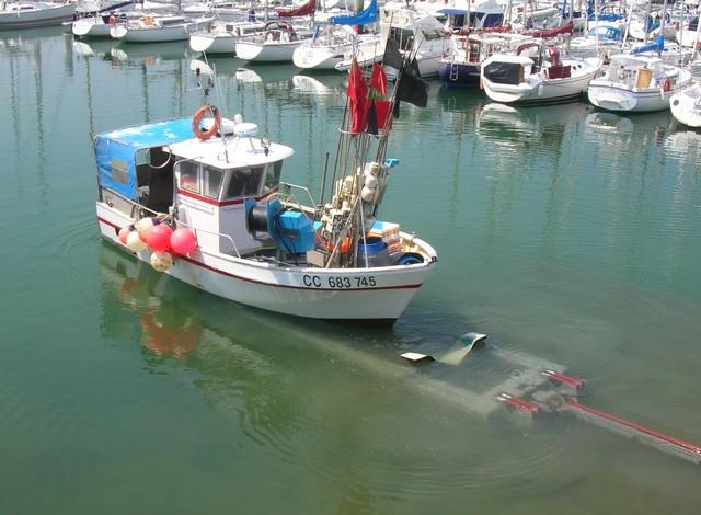 [VIE DES PORTS] Quelques bateaux de pêche (sur nos côtes Françaises) - Page 2 07_06_38