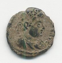 Ae3 de Constantino II (Crismón: GLORIA EXERCITVS) A_cris10