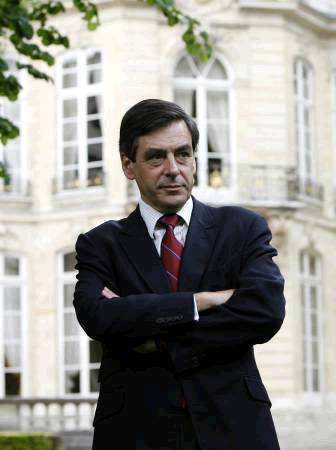 F. Fillon invite la gauche à plus d'auto-critique Franco11