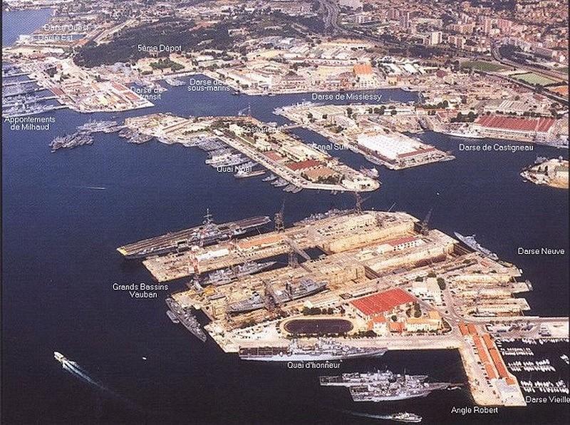 [Les ports militaires de métropole] TOULON au début des années 60 - Page 6 1998_t10