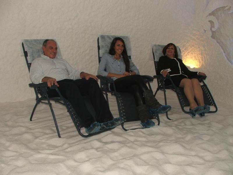 AVIVA ITTAH-HAYON A OUVERT UNE CLINIQUE AVEC CAVERNES DE SEL A ASHDOD Dscf5411