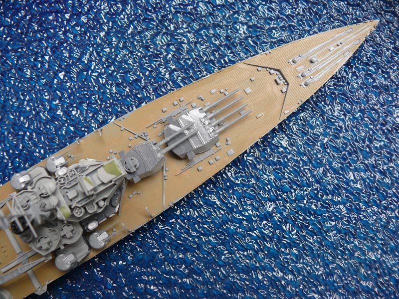 HMS PRINCE of WALES par Yuth 1/700 - Tamiya P1010111