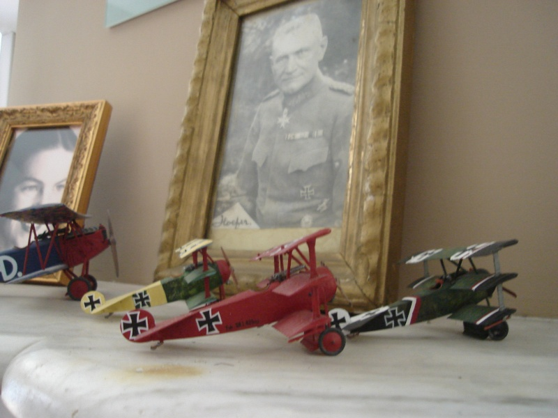 Manfred y Lothar von Richtofen; y Baumer (Fokker Dr. I) 0002_012