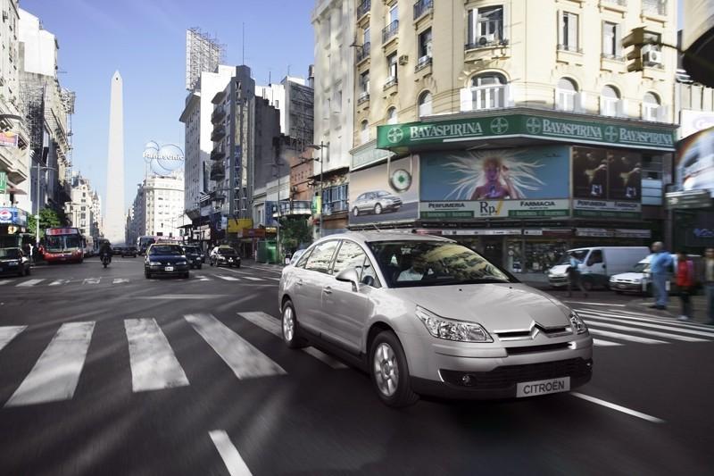 [Citroën] C4 Sedan - Page 2 07063010