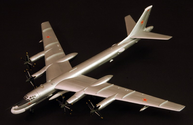 Tupolev Tu-95 Bear G  [1:200 - DRAGON] Tu-95_11