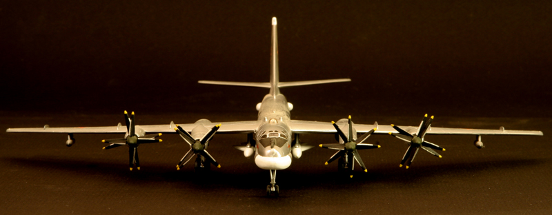 Tupolev Tu-95 Bear G  [1:200 - DRAGON] Tu-95_12