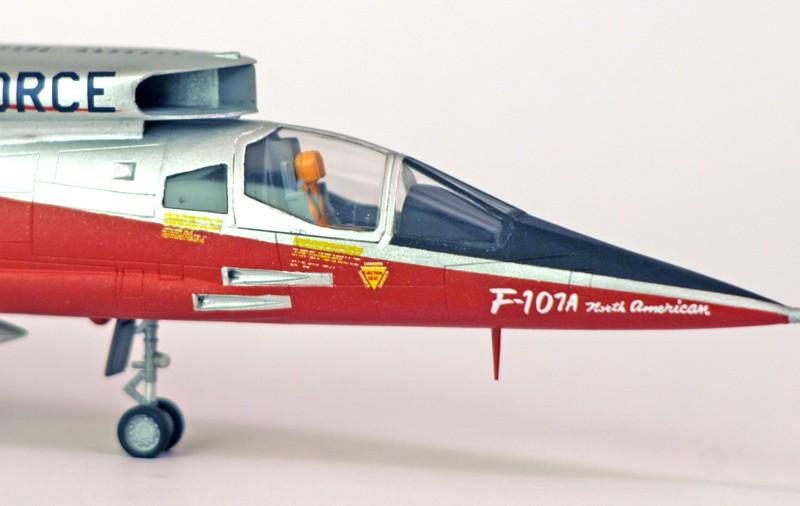 North American YF-107A Ultra Sabre (Trumpeter-72ème) Zoom_c10
