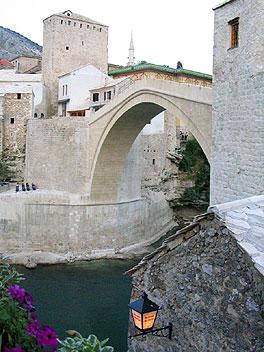 Le fameux pont de Mostar (Bosnie je crois)  Le-nou10
