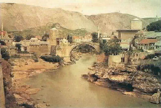 Le fameux pont de Mostar (Bosnie je crois)  Mostar10