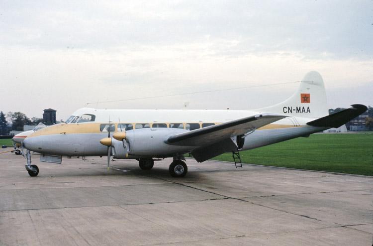 FRA: Avions VIP, Liaison & ECM Dehavi10