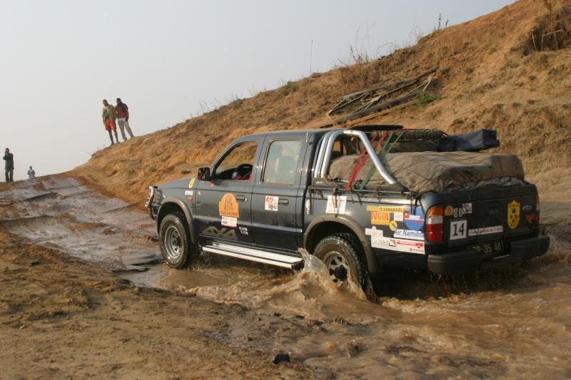 Toyota Land Cruiser GX 4.2 HZJ105L + Ford Ranger 2.9 Rio_fo10