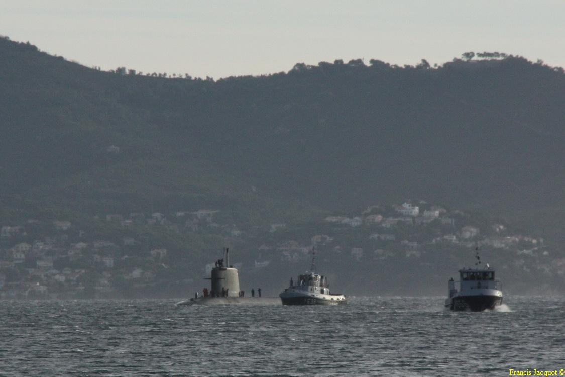 [LES PORTS MILITAIRES DE MÉTROPOLE] Mouvements de Bâtiments dans la rade de Toulon - Page 3 0211