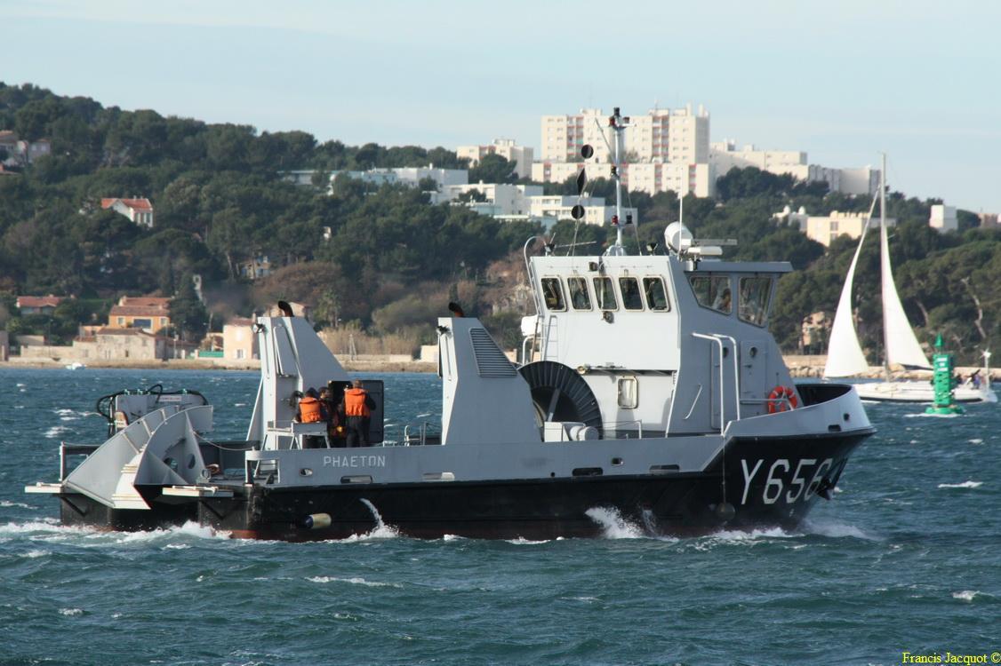 [LES PORTS MILITAIRES DE MÉTROPOLE] Mouvements de Bâtiments dans la rade de Toulon - Page 3 0411