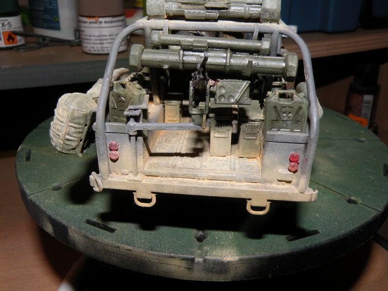 land rover RSOV hobby boss 1/35e ( Fafa )  Dscn9713