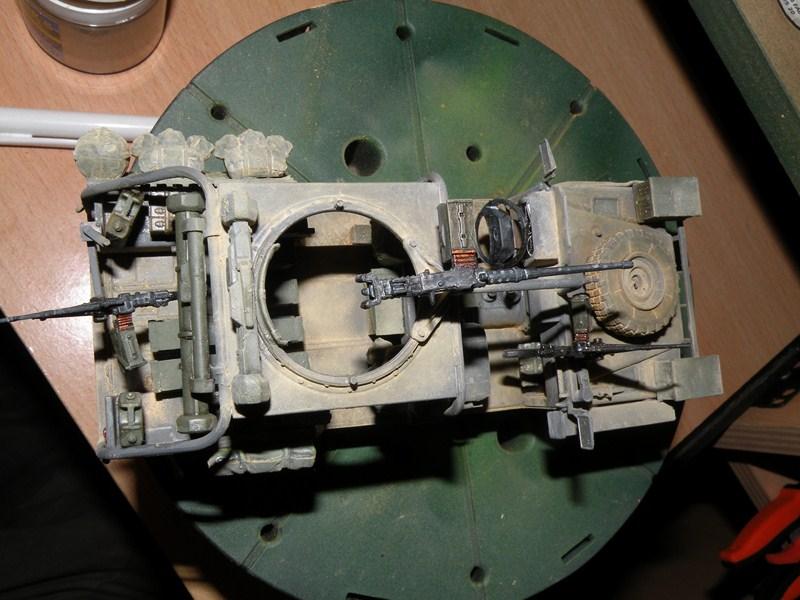 land rover RSOV hobby boss 1/35e ( Fafa )  Dscn9714