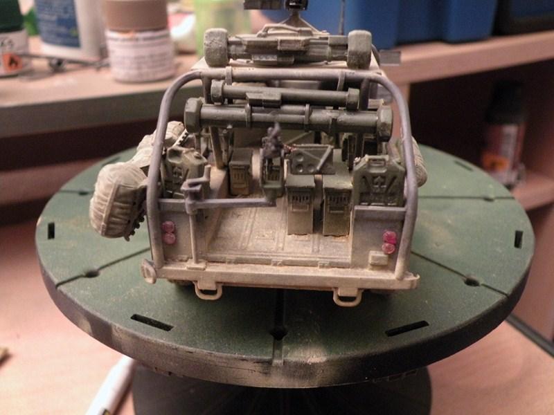 land rover RSOV hobby boss 1/35e ( Fafa )  Dscn9715
