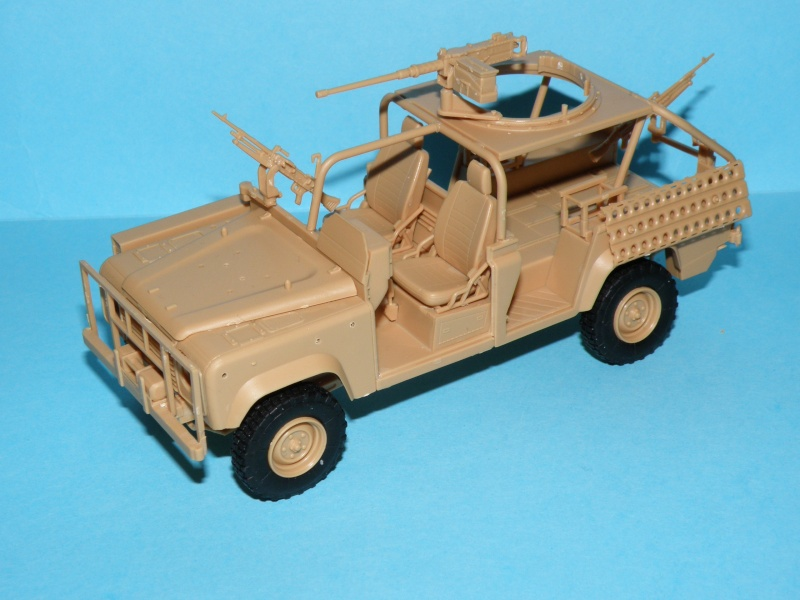 land rover RSOV hobby boss 1/35e ( Fafa )  Pc130022