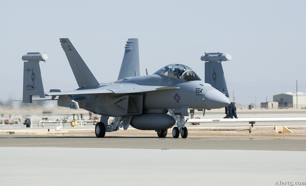 F/A 18 Hornet around the world - Page 1 Gmc58010