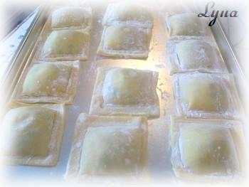 Raviolis aux crevettes et ricotta, sauce crèmeuse au pesto Raviol12