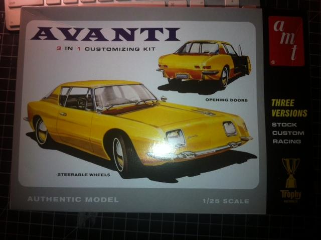 AMT 1964 Studebaker Avanti Sud_av11