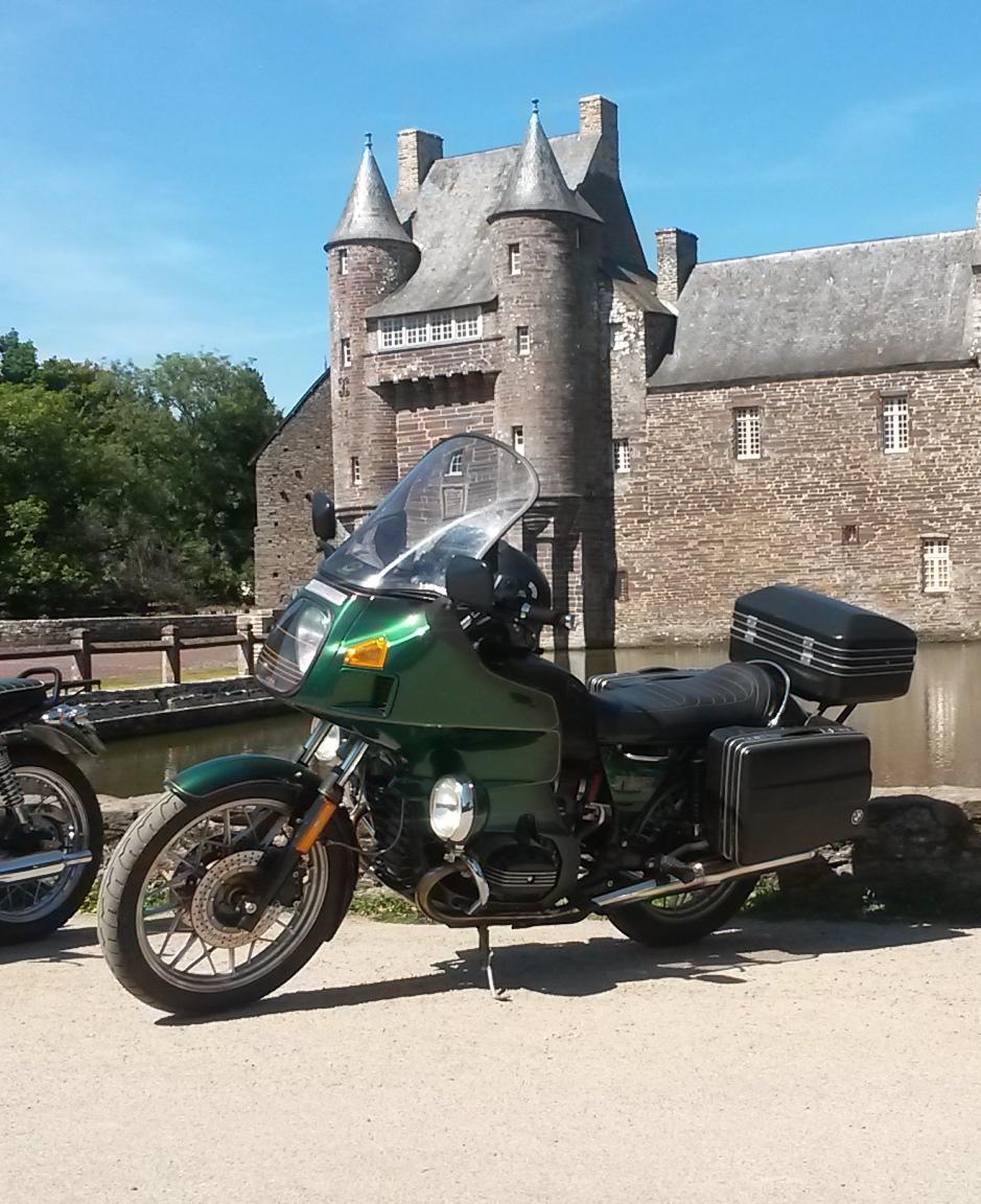 Photos de vous et de votre moto devant ....un château  - Page 18 2016-010