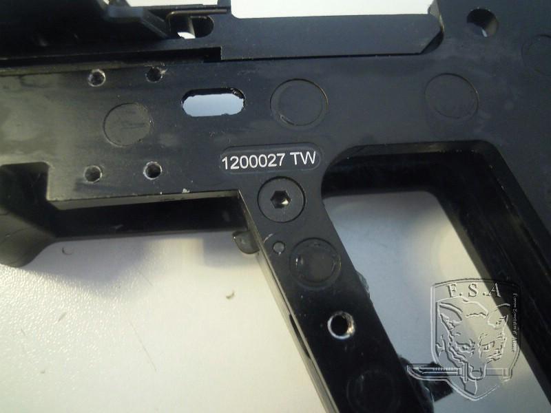 [Notice] Démontage du corps du kriss pour installation des stickers Dscn3031