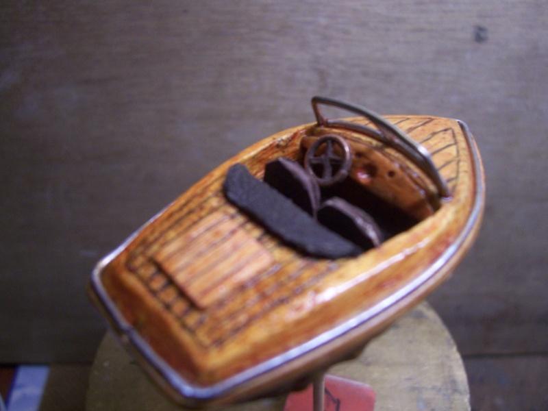 RUNABOAT/RIVA coquille de noix 100_2326